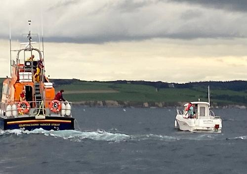 Courtmacsherry RNLI on scene with the broken-down pleasure boat Alanna near Barrels Rocks