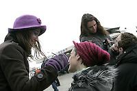 Truccatrici preparano turisti per il Carnevale di Venezia.<br /> Makeup artists prepare tourists for the Carnival in Venice.<br /> UPDATE IMAGES PRESS/Riccardo De Luca