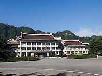 Chongchong-Hotel in den Myohyang-Bergen, Nordkorea, Asien<br /> Chongchong-Hotel in Myoohyang-Mountains, North Korea, Asia