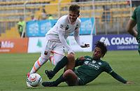 BOGOTÁ -COLOMBIA, 25-02-2018: Fabian Vargas (Der) de La Equidad disputa el balón con Duvan Vergara (Izq) del  Envigado durante partido por la fecha 5 de la Liga Águila I 2018 jugado en el estadio Metropolitano de Techo de la ciudad de Bogotá./ Fabian Vargas (R) player of La Equidad fights for the ball withDuvan Vergara (L) player of Envigado during the match for the date 5 of the Aguila League I 2018 played at Metropolitano de Techo stadium in Bogotá city. Photo: VizzorImage/ Felipe Caicedo / Staff