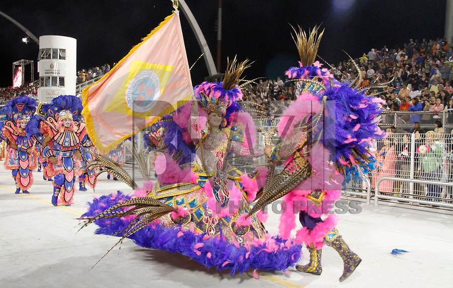 SÃO PAULO, SP, 05 DE MARÇO DE 2011 - CARNAVAL 2011 - Desfile da Rosas de Ouro primeiro dia dos desfiles das escolas do Grupo Especial de São Paulo, no Sambódromo do Anhembi, zona norte da capital paulista, nesta sexta-feira. (FOTO: VANESSA CARVALHO / NEWS FREE).