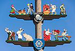 Deutschland, Bayern, Oberbayern, Chiemgau, Staudach-Egerndach: Maibaum - Detail | Germany, Upper Bavaria, Chiemgau, Staudach-Egerndach: May-Pole, close-up