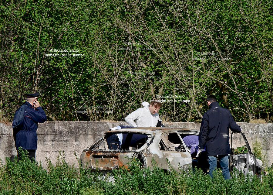 - NAPOLI, 24 MAR - Il cadavere  di Felice Paduano  74 anni  trovato carbonizzato in un'auto, una Honda Civic, anch'essa bruciata, in via Trivio a Casamarciano (Napoli). Sul ritrovamento indagano i carabinieri.