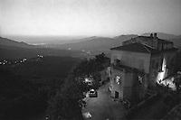 Corsica del nord. Veduta verso il mare, una villa in un piccolo paese  --- Northern Corsica. View towards the sea, a villa in a small village.