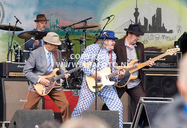 Hummelo 260910 35 jaar Normaal met Benny Jolink<br /> De band in eerste samenstelling in actie<br /> Foto Frans Ypma APA-foto