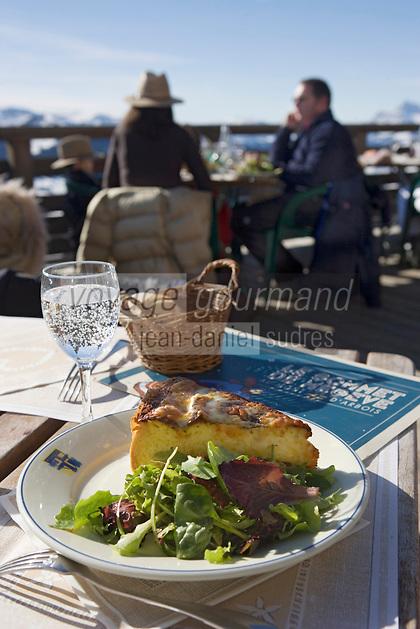 """Europe/France/Rhone-Alpes/74/Haute-Savoie/Megève: Tarte de beaufort au lard à la terrasse du Restaurant d'Altitude """"l'Idéal"""" au sommet du Mont d'Arbois"""