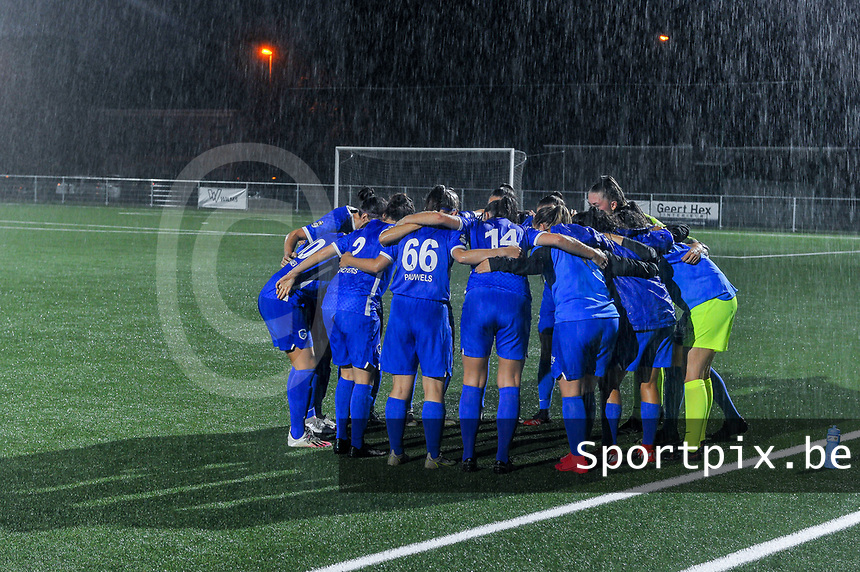 team KRC Genk pictured before a female soccer game between  Racing Genk Ladies and Sporting du pays de Charleroi on the fourth matchday of the 2021-2022 season of the Belgian Scooore Womens Super League , friday 10 September 2021  in Genk , Belgium . PHOTO SPORTPIX | STIJN AUDOOREN