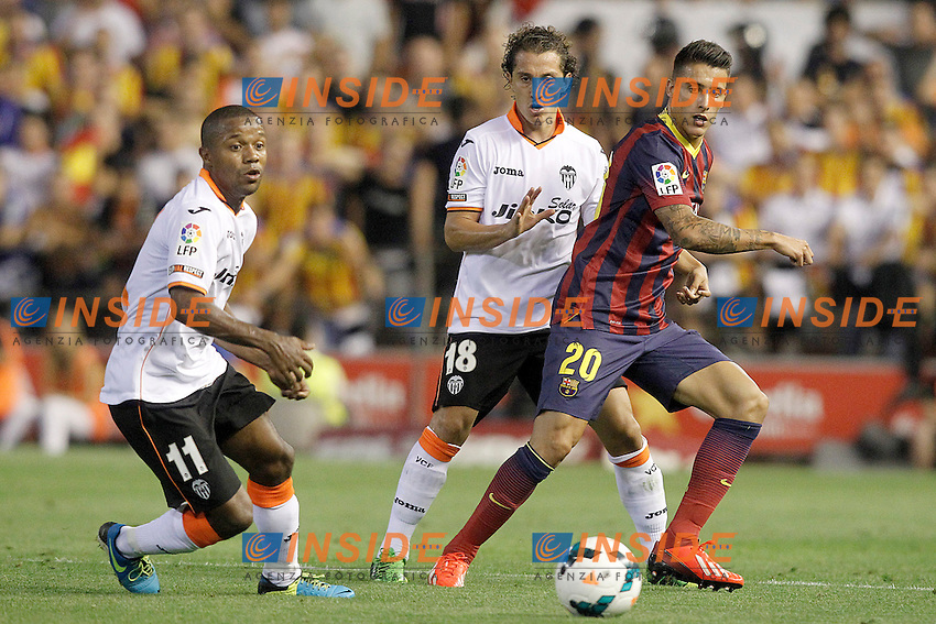 Valencia's Dorlan Pabon (l) and Andres Guardado (c) and FC Barcelona's Cristian Tello during La Liga match.September 1,2013. (ALTERPHOTOS/Acero) <br /> Football Calcio 2013/2014<br /> La Liga Spagna<br /> Foto Alterphotos / Insidefoto <br /> ITALY ONLY
