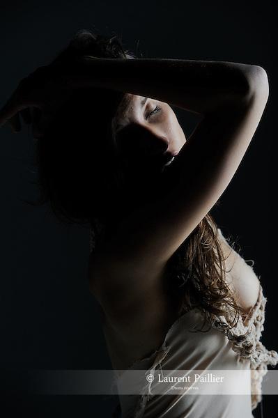 Danseuse : Axelle Lagier<br /> Chorégraphie : Tatiana Julien<br /> Costumes : Jackie Tadeoni<br /> Lieu : LB Studio<br /> Ville : Paris<br /> Le 17/07/2010<br /> © Laurent Paillier / photosdedanse.com<br /> All rights reserved