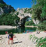 France, Rhône-Alpes, Département Ardèche, near Vallon-Pont-d'Arc: Pont d'Arc and the Gorges de l'Ardeche | Frankreich, Region Rhône-Alpes, Département Ardèche, bei Vallon-Pont-d'Arc: der 60 Meter hohe Natursteinbogen Pont d'Arc in der Schlucht Gorges de l'Ardeche