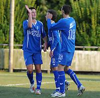 SV Rumbeke - SV Kortrijk..felicitaties van Sep Demeyere (links) voor de doelpuntermaker Nico Vereecke (rechts)..foto VDB / BART VANDENBROUCKE