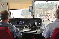 Cabina di guida di un treno regionale lungo la linea ferroviaria costiera delle Cinque Terre in arrivo alla stazione del paese Corniglia (La Spezia) --- Driver's compartment of a regional train on the coastal railway line in the Cinque Terre (Liguria) arriving at the station of the small village Corniglia (La Spezia)