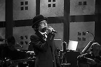 Joaquín Sabina en concierto en Tel Aviv. Foto Quique Kierszenbaum