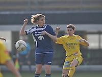 Waasland Beveren Sinaai Girls - Famkes Merkem : .Kwartfinale beker van België 2011-2012 : duel tussen Rebecca Dierick (links) en Lies Van Hamme..foto DAVID CATRY / JOKE VUYLSTEKE / Vrouwenteam.be