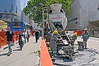 Trabalho de reurbanização da Avenida Paulista. São Paulo. 2007. Foto de Juca Martins.