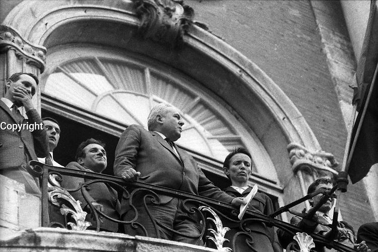 24 Mai 1968. Vue de Louis Bazerque sur le balcon du Capitole suite à la manifestation d'étudiants.