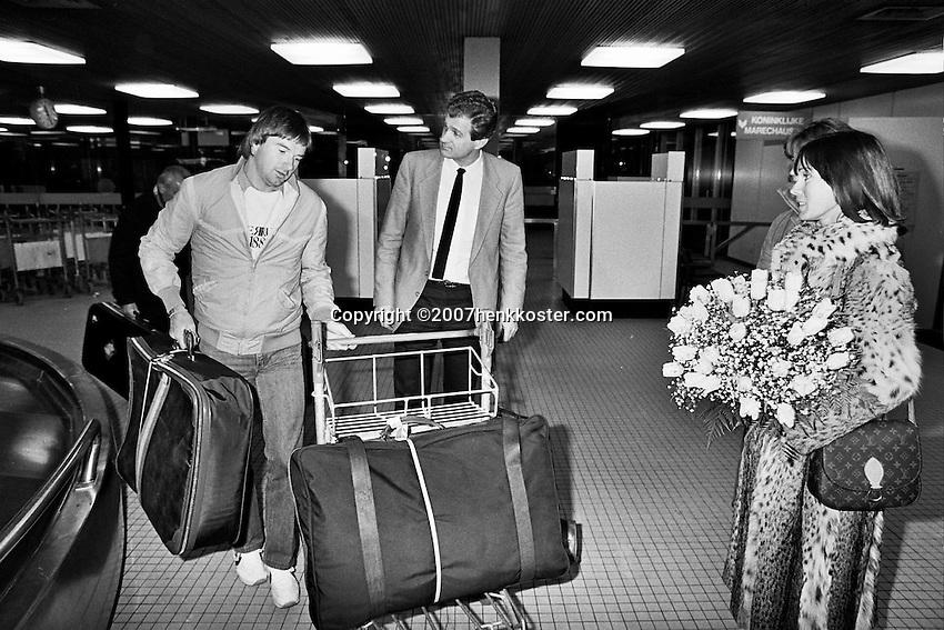1984, ABN WTT, Jimmy Connors en zijn vrouw worden opgehaald op het vliegveld door toernooi directeur Willem Buitendijk