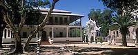 """Afrique/Afrique de l'Est/Tanzanie/Bagamoyo: les batiments de la Mission """"Holy Gost"""" Saint Esprit, à l'arrière plan, l'église dédiée à Livingstone"""