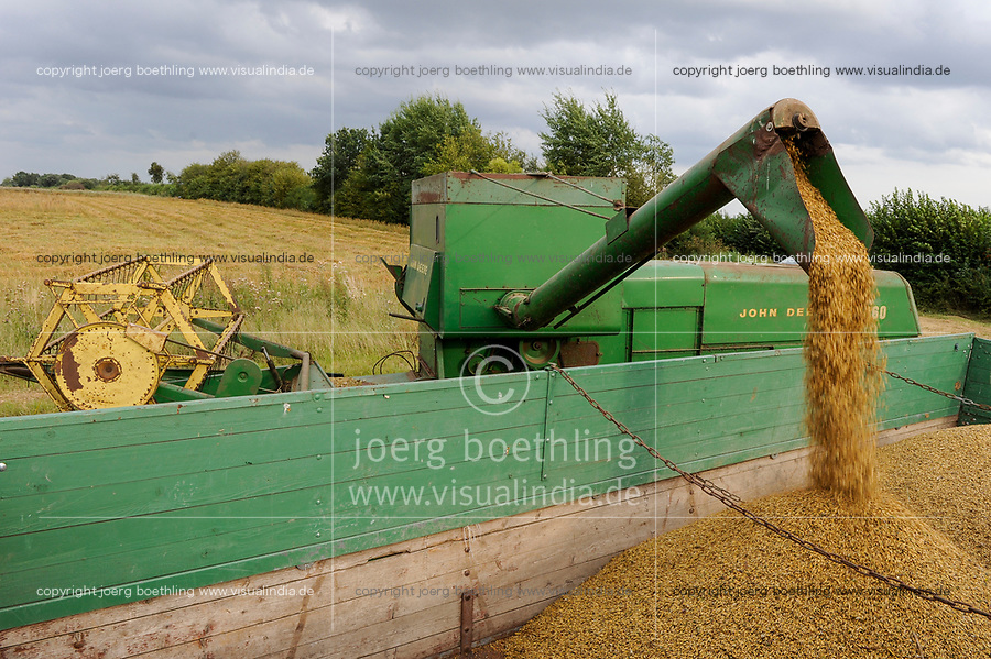 GERMANY old John Deere combine harvester 360 from 1968 harvesting oats at organic farm / Deutschland , alter John Deere Maehdrescher 360, Baujahr 1968, im Einsatz bei Haferernte auf dem Storkenhof von demeter Landwirt Franz- J. Burmester in Hamwarde bei Geesthacht