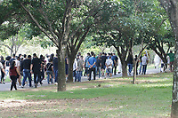 Velório - O jogador Lucas Praxedes é velado no Cemitério Parque das Flores, na cidade de Campinas no interior de São Paulo, nesta quarta-feira (27). Lucas Praxedes foi uma das vitímas do acidente que matou seis pessoas na pista de pouso particular em Luzimangues, distrito de Porto Nacional (TO), na manhã de domingo. Estavam a bordo o presidente Lucas Meira, 32 anos, o zagueiro Guilherme Nóe, 28 anos, o lateral-esquerdo Lucas Praxedes, 23 anos, o goleiro Ranule, 27 anos, o atacante Marcos Molinari, 23 anos, e o piloto Wagner Machado, 59 anos.