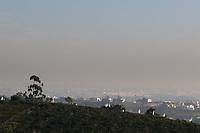 Campinas (SP), 06/05/2021 - Clima-SP - Vista de Campinas, interior de São paulo, na região do bairro São José encoberto por fumaça. Campinas entrou em estado de atenção devido a umidade relativa do ar que caiu para 22,7%. Segundo o Departamento de Defesa Civil de Campinas, a Umidade Relativa do Ar (URA) baixou para 27,2% às 12h desta quarta-feira (5), levando à decretação do estado de atenção na cidade.
