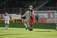 Kopfballduell zwischen Toni Kroos (FC Bayern M¸nchen) und Viktor Riske (FSV Mainz 05)