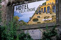 """Europe/Italie/Côte Amalfitaine/Campagnie/Ravello : Enseigne de l'hôtel """"Villa Amore"""""""