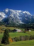 Oesterreich, Herbststimmung im Salzburger Land, bei Dienten: Bauernhof vorm Hochkoenig (2.941 m)   Austria, autumn at Salzburger Land, near Dienten: farm and Hochkoenig mountain range