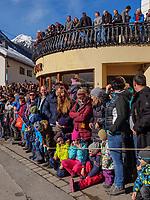 Zuschauer beim Aufzug der Masken beim Nassereither Schellerlauf, Fasnacht in Nassereith, Bezirk Imst, Tirol, Österreich, Europa, immaterielles UNESCO Weltkulturerbe<br /> spectators at the gathering of the masks, Nassereither Schellerlauf-Fasnacht, Nassereith, Tyrol, Austria Europe, Intangible World Heritage