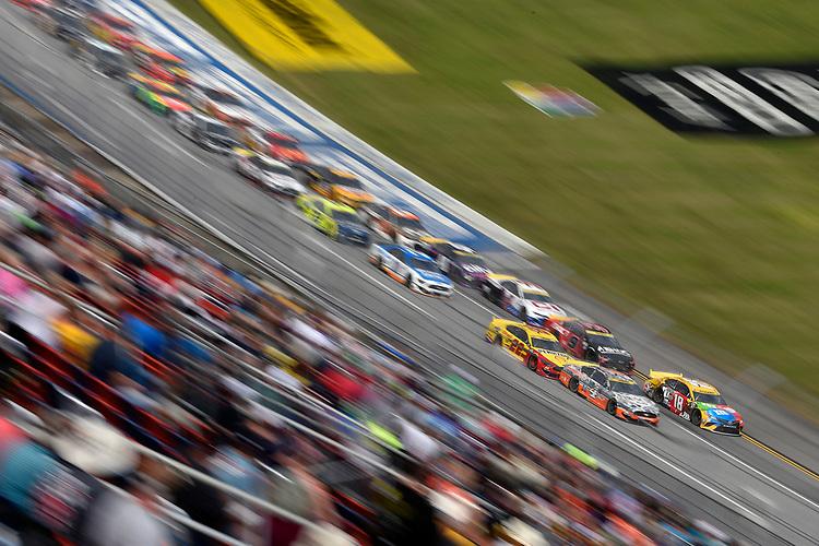 #18: Kyle Busch, Joe Gibbs Racing, Toyota Camry M&M's and #4: Kevin Harvick, Stewart-Haas Racing, Ford Mustang Busch Light #Hunt4Busch
