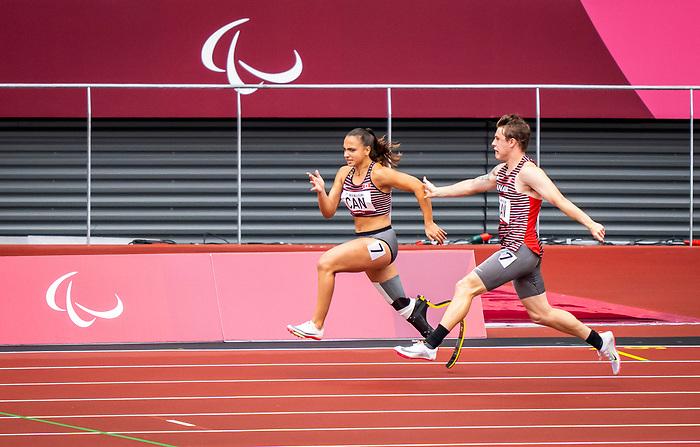 Marissa Papaconstantinou and Austin Ingram, , Tokyo 2020  -  <br /> Para Athletics // Para-athlétisme.<br /> Canada competes in the 4x100m universal relay heats // Le Canada participe aux séries éliminatoires du relais universel 4x100m. 03/09/2021.