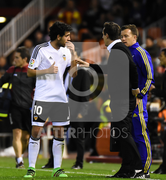 Valencia's   coach Gary Neville and Daniel Parejo   during La Liga match. February 13, 2016. (ALTERPHOTOS/Javier Comos)