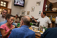 Europe/Espagne/Guipuscoa/Pays Basque/Saint-Sébastien: Bar à Tapas: Bar Paco Bueno 6 Calle Mayor<br /> Tenu par les fils d'un ancien boxeur une des adresses les plus authentiques [Non destiné à un usage publicitaire - Not intended for an advertising use]