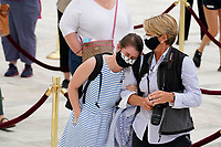 Mourners pay respects as Justice Ruth Bader Ginsburg lies in repose under the Portico at the top of the front steps of the U.S. Supreme Court building on Thursday, Sept. 24 2020, in Washington. Ginsburg, 87, died of cancer on Sept. 18.<br /> CAP/MPI/RS<br /> ©RS/MPI/Capital Pictures