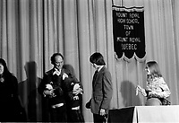 Pierre Trudeau, prononce un discour le 20 fevrier 1975, a l'ecole secondaire de ville Mont-Royal<br /> <br /> Photo : Agence Quebec Presse