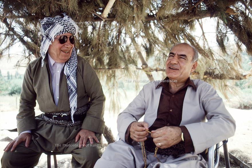 Irak 1991   Ali Abdullah et Habib Karim, personnalités du PDK au poste de controle de Kore    Iraq 1991  Ali Abdullah and Habib Karim, personnalities of KDP at the checkpoint of Kore