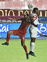 CALI - COLOMBIA, 18-02-2021: Rodrigo Ureña del América y Dairon Mosquera del Santa Fe durante partido por la fecha 7 como parte de la Liga BetPlay DIMAYOR I 2021 entre América de Cali e Independiente Santa Fe jugado en el estadio Pascual Guerrero de la ciudad de Cali. / Rodrigo Ureña of America and Dairon Mosquera of Santa Fe during match for the date 7 as part of BetPlay DIMAYOR League I 2021 between America de Cali and Independiente Santa Fe played at Pascual Guerrero stadium in Cali. Photo: VizzorImage / Gabriel Aponte / Staff