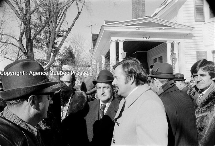 Funerailles de Jean-Jacques Bertrand, le 25 fevrier 1973, a Laval.<br /> <br /> Parmi les gens prŽsents : le maire Jean Drapeau, le chef de l'Union Nationale Gerald Loubier et Jean-Guy Cardinal.<br /> <br /> Photo : Agence Quebec Presse - Alain Renaud