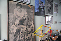 - Milano, gli artigiani del quartiere Ticinese; la bottega di Giuseppe Drali, riparatore e costruttore di biciclette; ha costruito le bici dei più grandi campioni italiani di ciclismo<br /> <br /> - Milan, the artisans of Ticinese district;  the workshop of Giuseppe Drali, repairer and builder of bicycles, has built the bikes of the greatest champions of Italian cycling