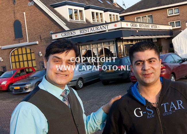 Duiven, 150109<br /> Sakis Ouzoudinis (links in beeld) is Ondernemer van het jaar in Duiven geworden. Rechts zijn compagnon Panos Savvas.<br /> Foto: Sjef Prins - APA Foto
