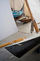 """Europe/France/Bretagne/29/Finistère/ Douarnenez: le """"port-musée  de """" Port-Rhu"""" Détail de Viviane dériveur de plaisance en tole rivetée de 1860 - le plus ancien bateau de course conservé en France"""