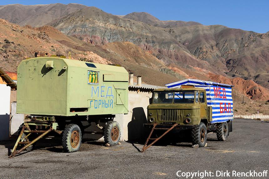 LKW an Rastplatz am Shu-Fluss in Kirgistan, Asien<br /> Truck near Sh river in Kirgistan, Asia