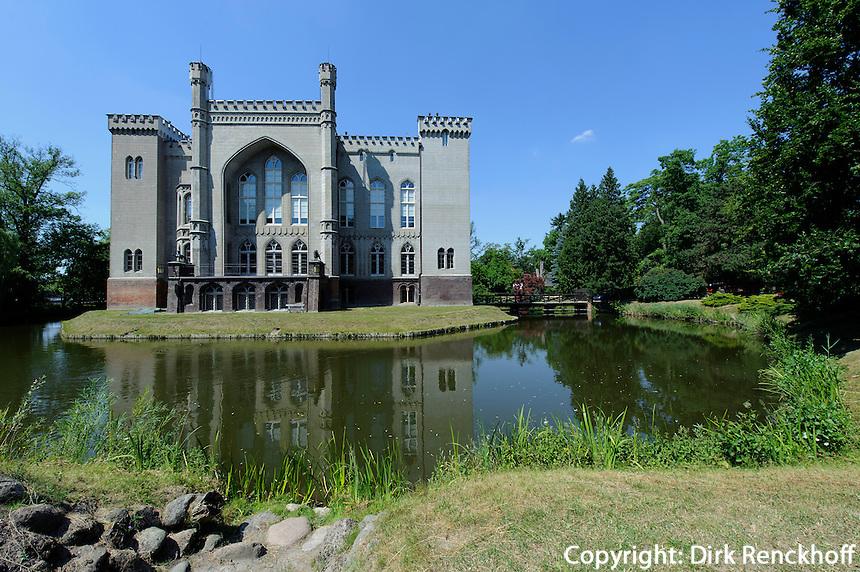 Schloss Kornik bei Posnan (Posen), Woiwodschaft Großpolen (Województwo wielkopolskie), Polen Europa<br /> Castle Kornik near Poznan,  Poland, Europe