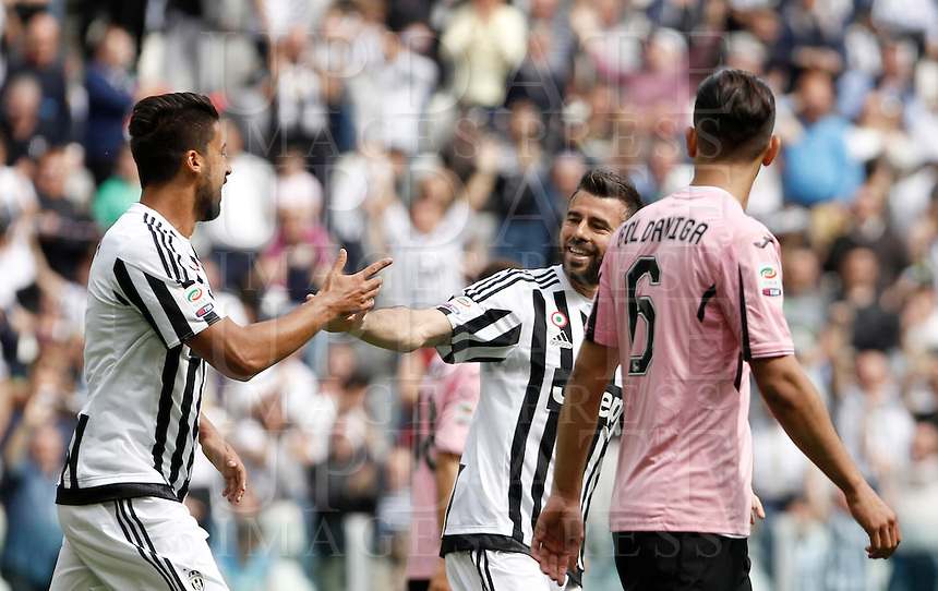 Calcio, Serie A: Juventus vs Palermo. Torino, Juventus Stadium, 17 aprile 2016.<br /> Juventus' Sami Khedira, left, is congratulated by teammate Andrea Barzagli after scoring during the Italian Serie A football match between Juventus and Palermo at Turin's Juventus Stadium, 17 April 2016.<br /> UPDATE IMAGES PRESS/Isabella Bonotto