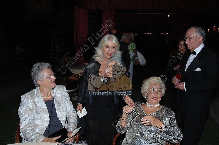 LUISA D'ORAZI MARINI CON MARISA STIRPE E ASSUNTA ALMIRANTE<br /> SERATA ORGANIZZATA DAL PROFESSOR VIETTI ALLA CASINA DELL'AURORA ROMA 2007