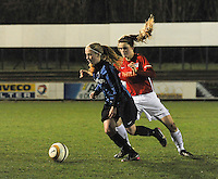 Club Brugge Vrouwen - PSV Eindhoven :<br /> <br /> Silke Demeyere (L) gaat voorbij Vita van der Linden (R)<br /> <br /> foto Dirk Vuylsteke / Nikonpro.be