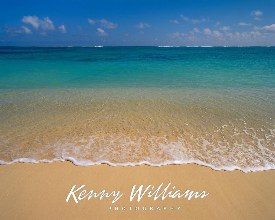 Clear Blue Green Ocean, Lanikai Beach, Kailua, Oahu, Hawaii, USA.