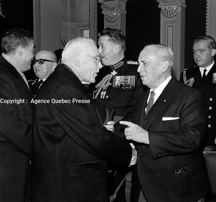 ARCHIVE <br /> <br /> Louis St-Laurent et Paul Comtois<br /> Date : Entre le 3 et le 9 janvier 1966<br /> <br /> <br />  PHOTO :  © Agence Québec Presse, Fonds Photo Moderne