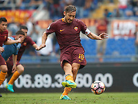 Calcio, Serie A: Roma vs Sampdoria. Roma, stadio Olimpico, 11 settembre 2016.<br /> Roma's Francesco Totti kicks to score the winning goal on a penalty kick during the Italian Serie A football match between Roma and Sampdoria at Rome's Olympic stadium, 11 September 2016. Roma won 3-2.<br /> UPDATE IMAGES PRESS/Isabella Bonotto