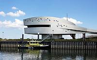 Nederland  Nijmegen  - September 2020.   Verkeerspost bij de Waal. Architecten: Tjeerd Jellema en Jurjen van der Meer.     Foto : ANP/ Hollandse Hoogte / Berlinda van Dam